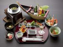 【コスパ】お手軽海鮮料理~カニ・舟盛~リーズナブルに温泉旅行 夕朝食付