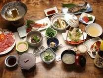五箇山ならではの山菜・岩魚・五箇山豆腐など、富山の山・海の幸を盛り込んだ御夕食。