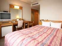 【ダブル】ベッド幅はキングサイズはの160cm!お仕事や観光で疲れた体をゆっくり休めてください♪