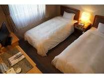 【スタンダードツイン】ベッド幅100cm。清潔感のあるシンプルなお部屋はお二人ではもちろん一人でも♪