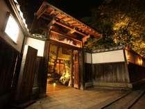 錦帯橋まで徒歩1分。小説「おはん」の舞台にもなった情緒溢れる伝統の宿。