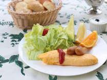 軽井沢高原野菜たっぷりの朝食はグルメな別荘族の皆様にも好評♪