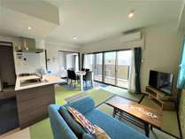 和洋スイート65平米の客室に4.5畳のタタミスペースがある和洋室。家族でのご利用に最適♪