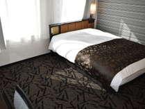 ダブル(2020年3月客室リニューアル完了)ベッド幅は140㎝です。