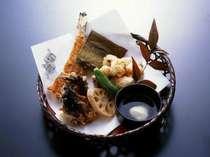 ほっくりと揚がった極上の美味しさ、オコゼの唐揚。