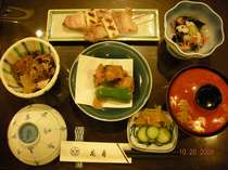 旬の素材や栄養を考えた味に自慢あり♪の日替わり夕食 一例