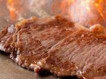 目の前で焼き上げる!人気のステーキも登場!