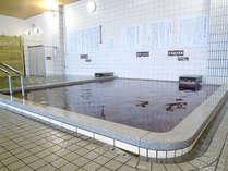 【大浴場】広々としたお風呂で、天然八尾温泉をお愉しみください。