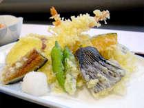 【会席一例】旬の食材を使ったお料理。当館の料理人が1つ1つ丁寧にお作り致します。