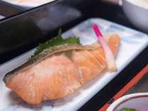 *【朝食:和食】焼き魚をはじめ、朝の定番で愛される和朝食も人気のセットです。