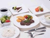 *【ステーキコース一例】和食だけじゃない。温泉宿で夕食は洋食ステーキディナー!