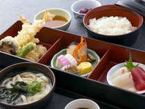 【日替わり和定食(ランチ)】お昼のメニュー一例。料理自慢の宿の味を気軽にお愉しみください。