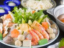 【寄せ鍋】18種類の豊富な食材盛りだくさん!お出汁でポカポカ♪