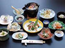 地元産の野菜や取れたての山菜を使用し、料理長が心を込めた御夕食(写真は一例になります)