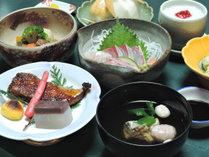 *【夕食一例】山菜をはじめ、季節感を大切にしたお料理の数々