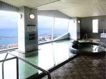最上階にあり、播磨灘を一望のもと。好天で見晴らしの良い日には小豆島や明石市街まで見渡すことができます