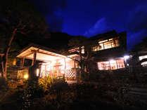 慶応3年創業。歴史的にも貴重な木造建築です