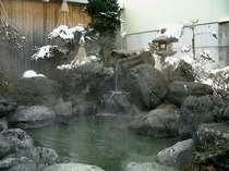 庭園風露天風呂が旅の疲れを癒します。
