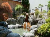 のんびりくつろげる自慢の庭園風呂