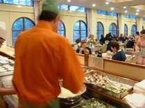 夕食の天ぷらは、天ぷらコーナーから常に揚げたてをお出ししています。