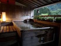 青森ヒバの露天風呂