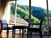 各部屋とも、ベランダを広くとり、周辺の自然豊かな息遣いを感じられます。
