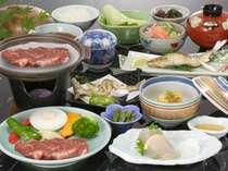 地元で獲れる川魚、新鮮な地野菜を使ったお料理(一例)。