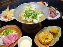 ある日の夕食です♪新鮮なお刺身や刺しの入ったお肉…美味しいものが無理なく食べれる夕食です。