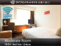 【モデレートルーム】154cm幅のゆったりサイズのベッドと余裕の広さ。ビジネスや観光に最適です。