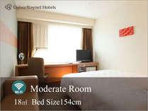 【モデレート】当ホテルの標準的なお部屋。18平米の広さに154cm幅のベッドでゆったりと過ごせます。