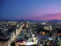 【南側展望】時間毎に移り変わる広島の街並みを望めます。