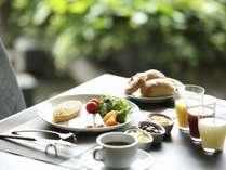 【和洋ビュッフェ朝食】採光の良いレストランで素敵な一日の始まりを。