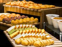 【和洋ビュッフェ朝食】パン・ジャムの種類も豊富にご用意。