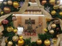 ロビー中央には大きなクリスマスツリー。