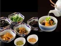 【和洋ビュッフェ朝食】朝茶漬け。お好みのトッピングと一緒に。