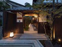 祇園白川から路地を入ると当施設がございます