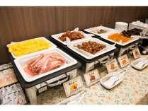 卵料理や肉料理・魚料理をご準備しております。