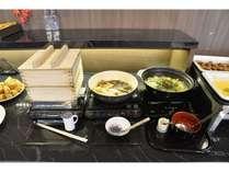 博多郷土料理もつ鍋や水炊きをご準備しております