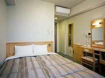 セミダブルルーム140cm幅のベッドで大人お二人様でもゆったりとお休み頂けます!