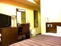 客室には32型液晶テレビやLANケーブルを完備