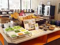 【和洋朝食バイキング】約60品のメニューがずらり!