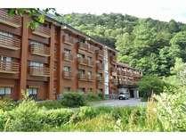 清流梓川沿いの大自然に囲まれた、上高地には珍しい温泉のあるホテル