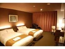 ツインルーム ベッドで寛いだりマッサージチェアーでリラックスして快適空間をお楽しみください