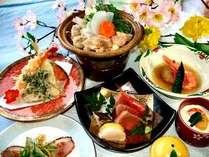 春の旬彩御膳(一例)地場産食材を彩り豊かに炊き立て米も好評。季節により内容が異なります。