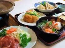 北海道ジンギスカンのご夕食の一例。道産米「ふっくりんこ」も好評です。
