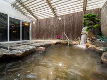 【天然温泉・秀長の湯】露天風呂で疲れを癒してください。