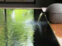 【温泉】柔らかな肌触りの優しい温泉。豊富な湯量の自家源泉掛け流し