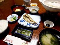 【朝食一例】起きたての身体にやさしい和朝食をご用意します。お米はもちろん鳥取産コシヒカリ♪