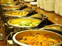 毎朝おかずは、卵料理・肉料理・揚物・煮物と並べております。