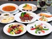 夕食の一例。季節の自家栽培野菜をたっぷり使います。バランスもボリュームも◎!